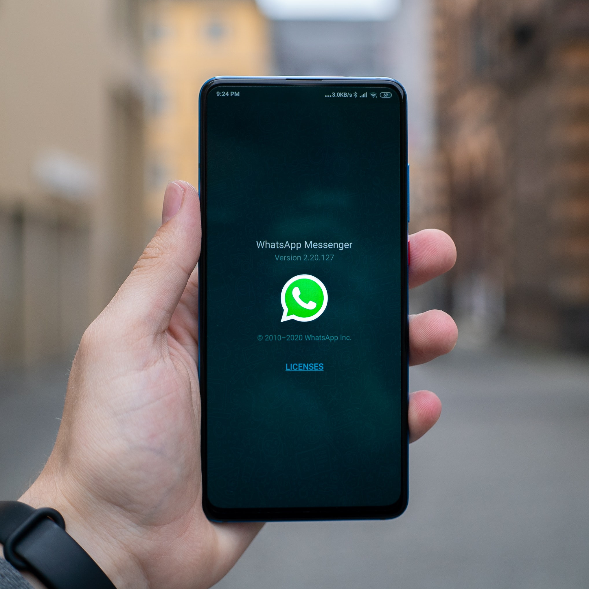 How to create a poll in WhatsApp group